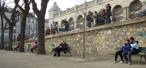 Montmartre printemps 2 les amoureux du square 2 aa 2304x1086-1.JPG